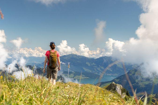 Southwards along the ridge
