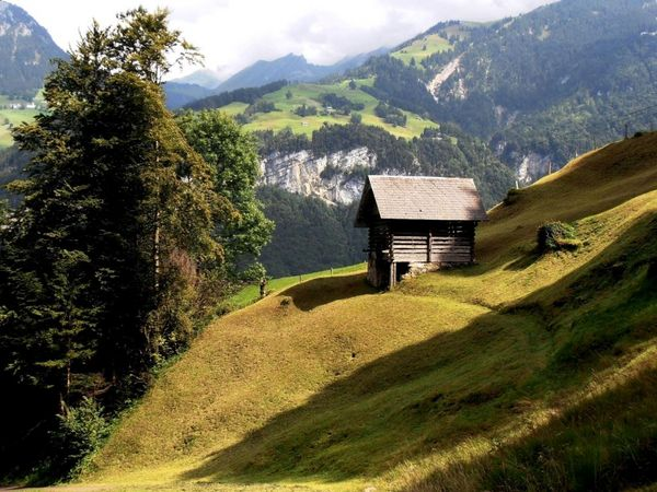 Up to the Ächerli Pass