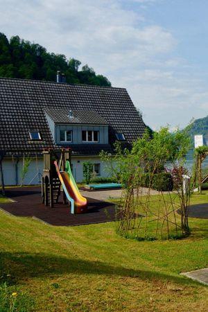 Playground Schulhaus (school), Kehrsiten